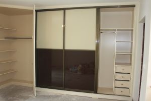 Built In Wardrobe With Sliding Doors