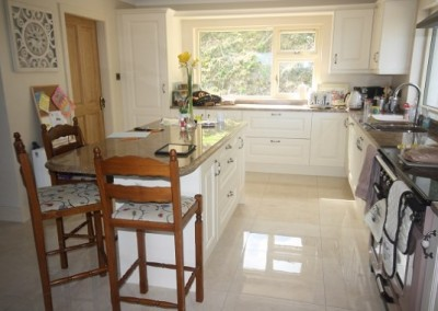 Ivory Kitchen With Breakfast Bar